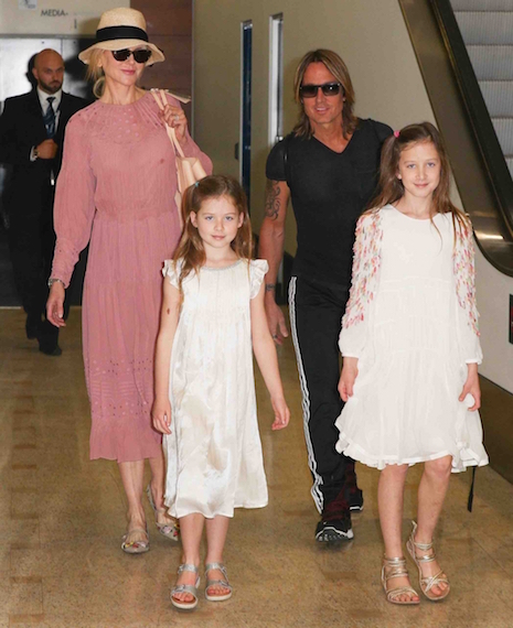 Nicole Kidman and Keith Urban and their two daughters arrived in Sydney  prepared for the hot summer weather there. They're spending Christmas with  Nicole's ...