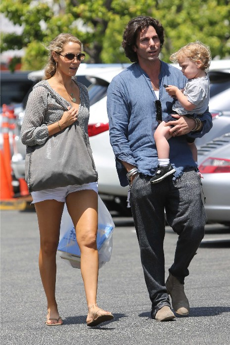 Elizabeth Berkley and family have lunch at Tavern restaurant.
