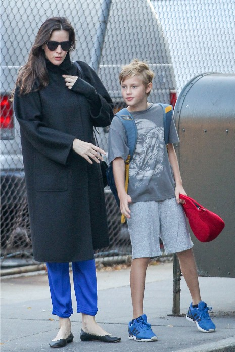 Liv Tyler takes her son to school and shows her baby bump.